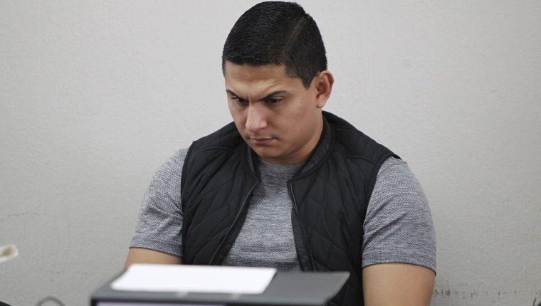Jabes Meda durante la audiencia de este lunes en el juzgado octavo. (Foto Prensa Libre: Paulo Raquec).