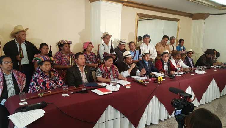 Autoridades indígenas del país fijan postura sobre las reformas constitucionales. (Foto Prensa Libre: Carlos Álvarez)