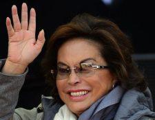 La Maestra fue uno de los personajes más poderosos en los últimos años en la política mexicana. En la imagen de archivo, saluda meses antes de ser arrestada en 2013. (AFP)