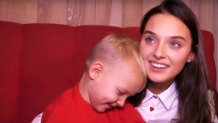 Veronika Didusenko fue destituida como Miss Ucrania, luego de que se conociera que es madre y estuvo casada, información que no incluyó en su ficha de inscripción al certamen. (Foto Prensa Libre: YouTube)