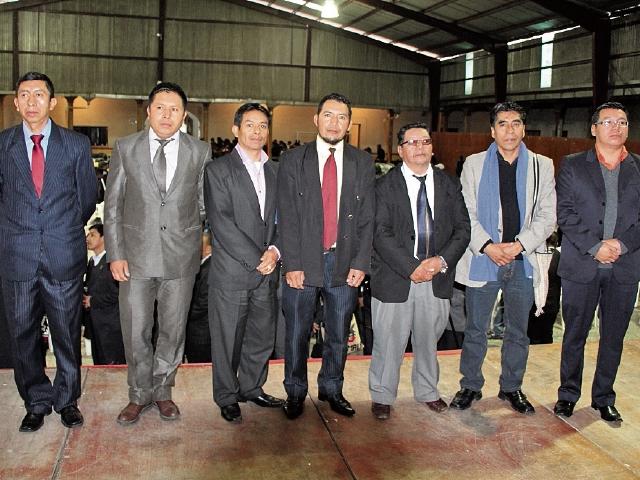 La nueva directiva de los 48 cantones de Totonicapán se presentó ante líderes comunitarios. (Foto Prensa Libre: Édgar Domínguez).