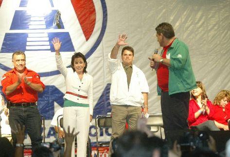 Sandra Torres y José Roberto Díaz-Durán son aclamados como candidatos de la alianza UNE-Gana.