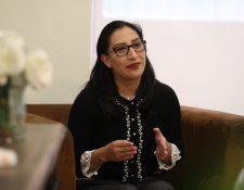 Vilma del Rosario Xicará es una de las seis que integra la lista de profesionales para dirigir la Contraloría General de Cuentas. Explicó sus proyectos de ser electa Contralora. (Foto Prensa Libre: Carlos Hernández Ovalle)