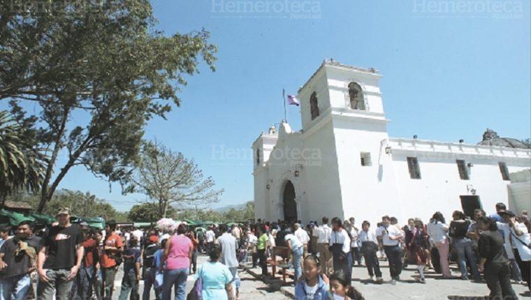 Fachada del templo de la aldea San Bartolomé Becerra. (Foto: Hemeroteca PL)