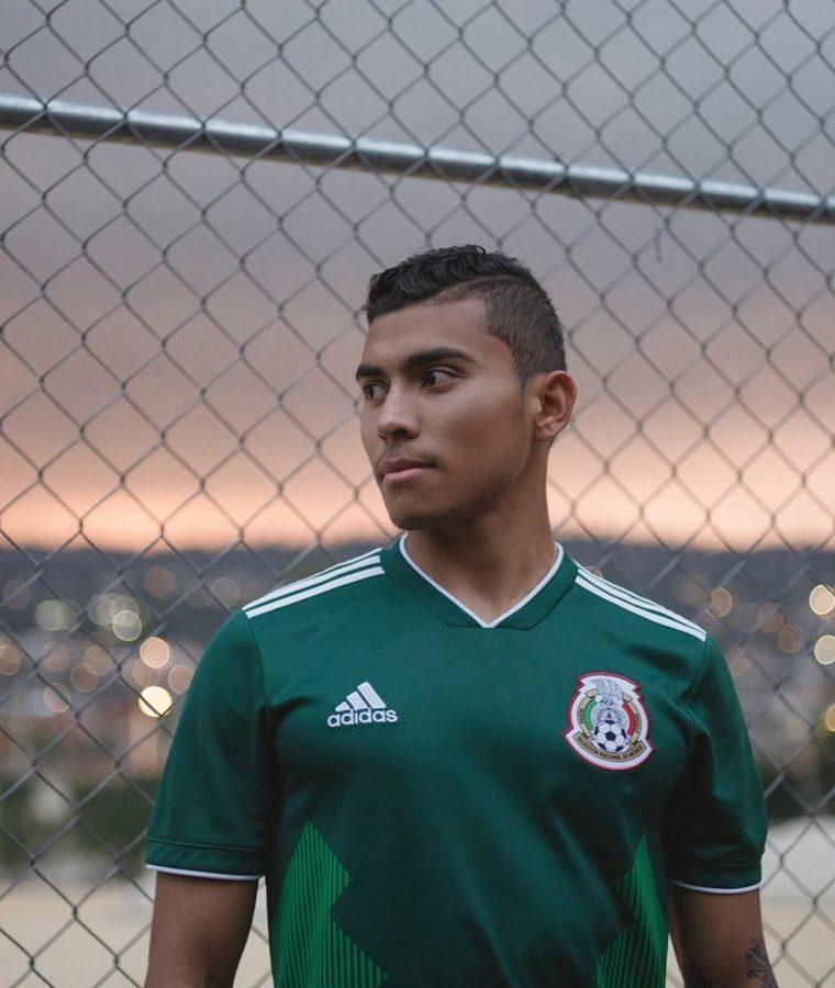 La camiseta mexicana cuenta con un detalle en el cuello en el que se lee