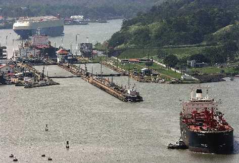 El canal de Panamá mide 80 kilómetros.
