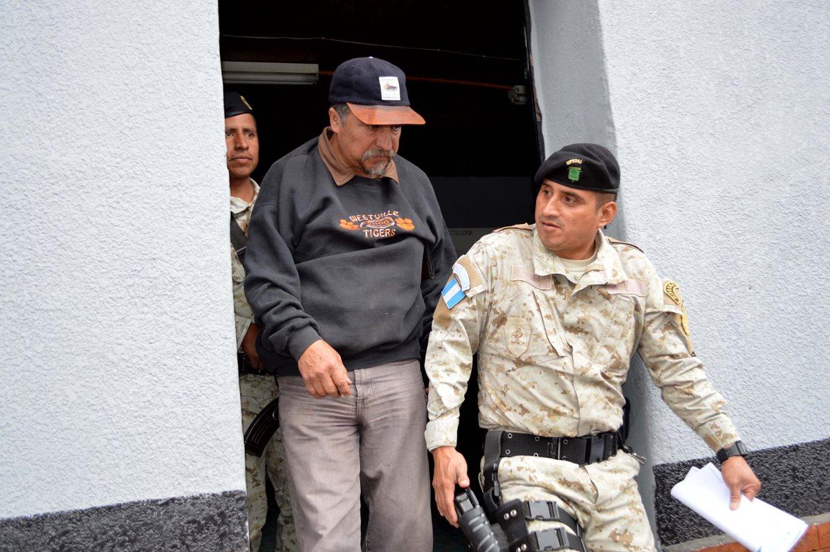 Capturan a maestro que fue denunciado por vecinos de cometer tala ilegal