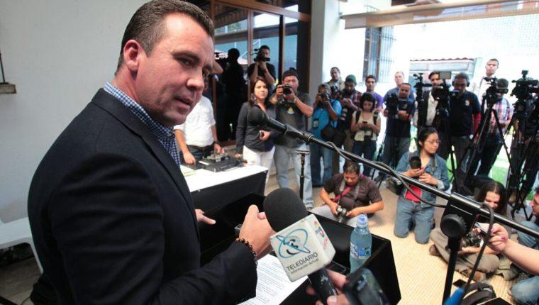 Alejandro Sinibaldi dio una conferencia de prensa donde anunció su retiro del PP. (Foto Prensa Libre: Paulo Raquec)