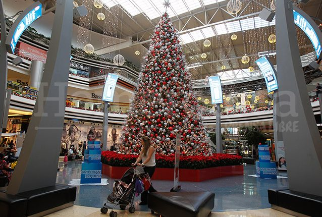 El árbol de navidad es una costumbre arraigada en Guatemala. (Foto: Hemeroteca PL)