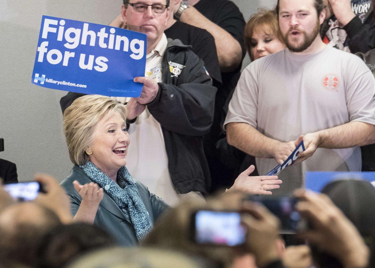 Trump y Clinton avanzan en carrera por la nominación