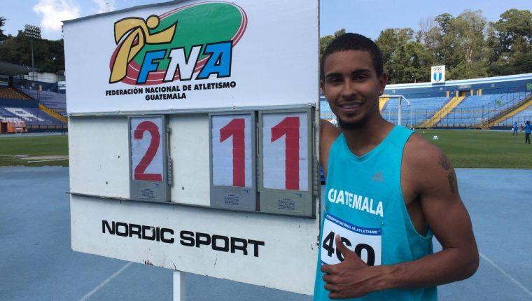 Ken Israel Franzua Norales logró luego de varios intentos superar a Teodoro Palacios Flores en el salto de altura. (Foto Prensa Libre: Cortesía CDAG)