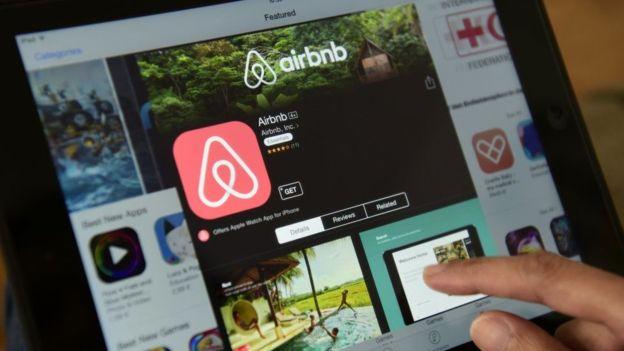 Algunos analistas dicen que empresas como Airbnb también serán reguladas por tribunales en un futuro próximo. GETTY IMAGES