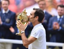 Roger Federer conquistó su octavo título de Wimbledon. (Foto Prensa Libre: AFP)