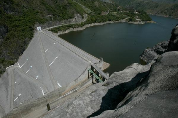 La generación con energía hidroeléctrica favoreció el cambio de la matríz energética. (Foto Prensa Libre: Hemeroteca PL).
