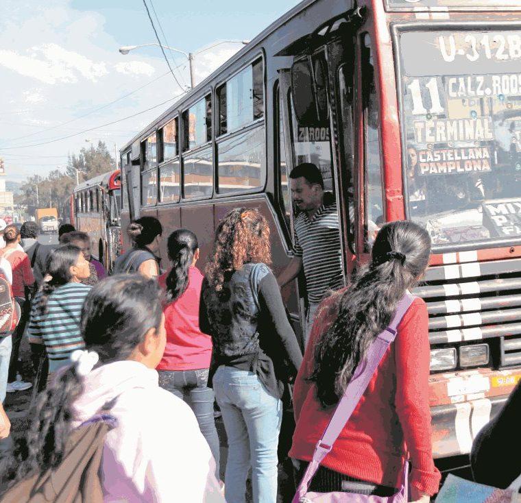Muchos pilotos no tienen licencia adecuada para manejar bus, según autoridades de Tránsito.