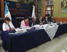 Los magistrados del TSE se reunieron con los representantes de los partidos políticos. (Foto Prensa Libre: Manuel Hernández)