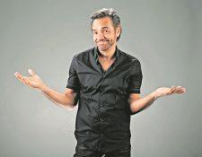 El comediante Eugenio Derbez, le lleva serenata al director de cine Guillermo del Toro. (Foto Prensa Libre: Hemeroteca PL)