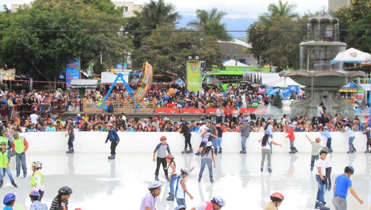 Festival Navideno, guatemaltecos visitan la plaza d ela Constitucion. Fotografia Esbin Garcia