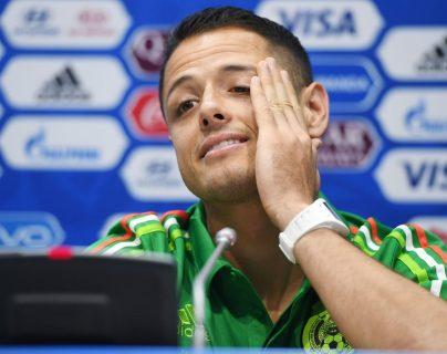Javier Hernandez responde las preguntas de los periodistas en la conferencia de prensa previo al juego contra los alemanes. (Foto Prensa Libre: AFP)