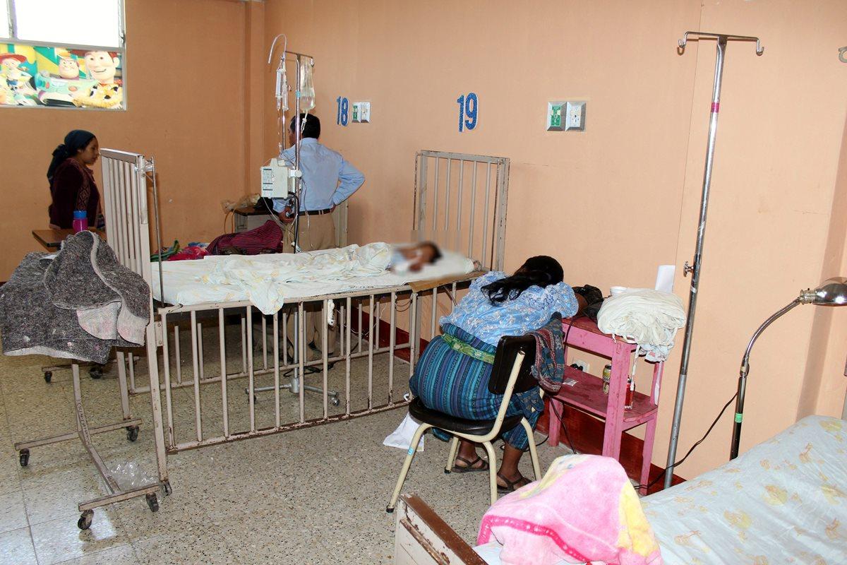 María Angélica Estayul Tiquiram, de 7 años, se recupera de una herida de bala en Santa Cruz del Quiché. (Foto Prensa Libre: Óscar Figueroa)