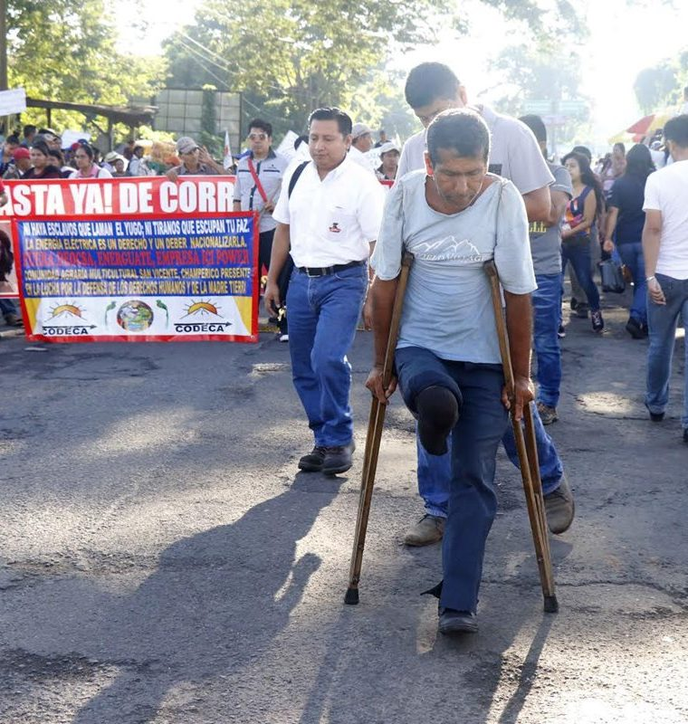 El bloqueo en el km 178 de la ruta a suroccidente, Santa Cruz Muluá, Retalhuleu, afectó a miles de personas este miércoles. (Foto Prensa Libre: Rolando Miranda)