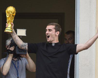 Los pobladores de Mâcon aclamaron a Antoine Griezmann. (Foto Prensa Libre: AFP)