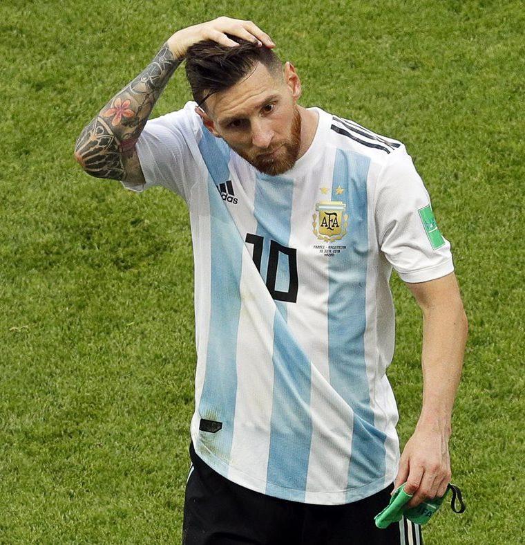Lionel Messi volvió a quedarse sin la Copa del Mundo tras ser eliminado por Francia. (Foto Prensa Libre: EFE)