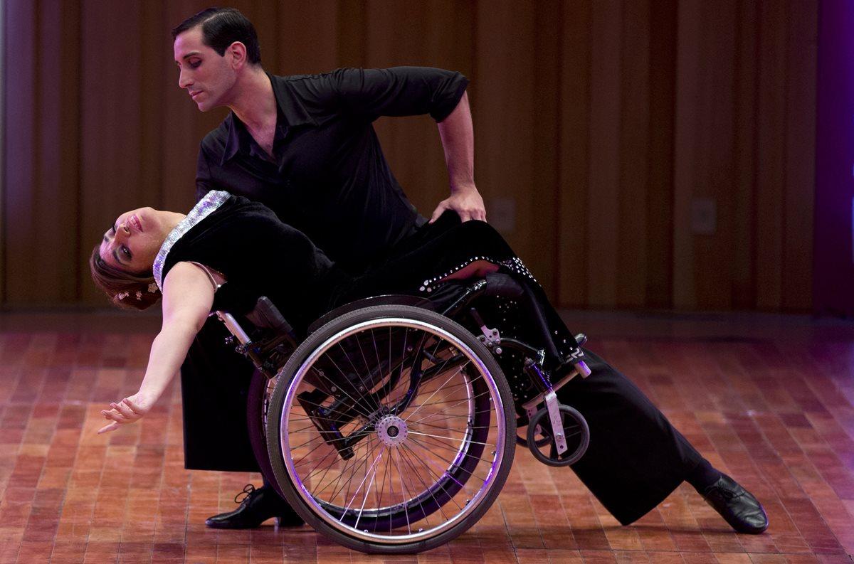Bailarina en silla de ruedas sorprende en mundial de Tango