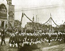 Uno de los desfiles que se realizaban en las Fiestas Minervalias a principios del siglo XX. (Foto: Hemeroteca PL)