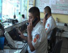 Bomberos Voluntarios reciben al menos 30 llamadas por minuto, la mayoría falsas. (Foto Prensa Libre: David Castillo)