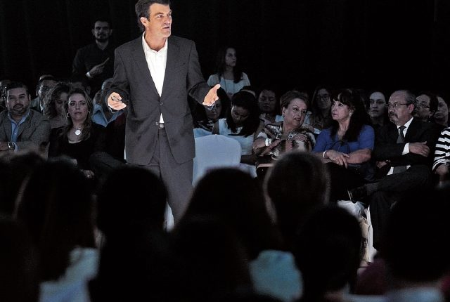El precandidato a la presidencia de Chile, Nicolás Shea, fue uno de los conferencistas durante el X Congreso de Responsabilidad Social Empresarial de CentraRSE celebrado ayer en presencia de decenas de empresarios.