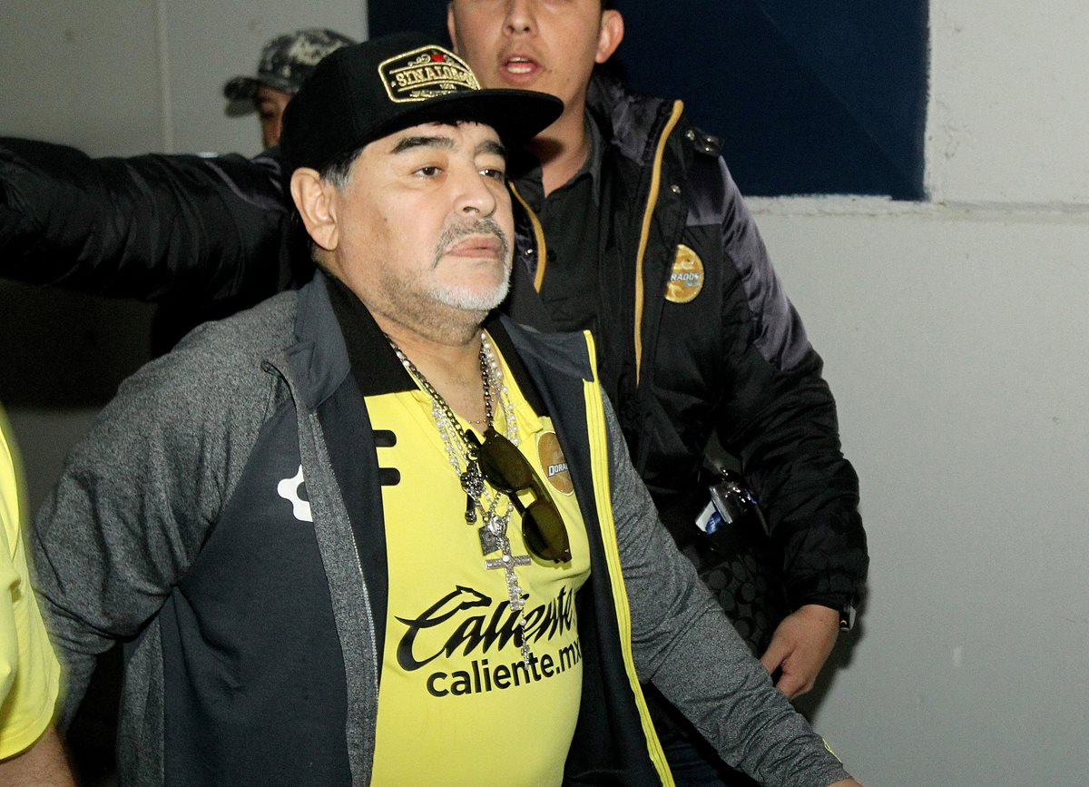 Diego Maradona fue insultado por los aficionados de Atlético San Luis. (Foto Prensa Libre: AFP)