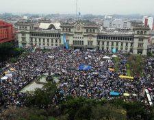 La ciudadanía manifestó en 2015 contra la corrupción e impunidad en Guatemala. (Foto Prensa Libre: Hemeroteca)