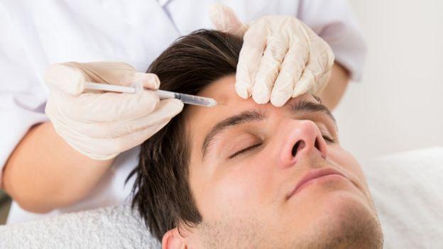 Los estudios sobre la eficacia de inyectarse glutatión para aclarar la piel son limitados. ANDREYPOPOV