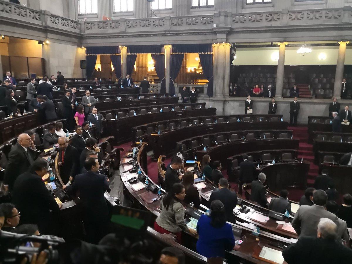 El pleno del Congreso discutió en primer debate la iniciativa que busca reformas a la Ley en Materia de Antejuicios. (Foto Prensa Libre: Carlos Álvarez)