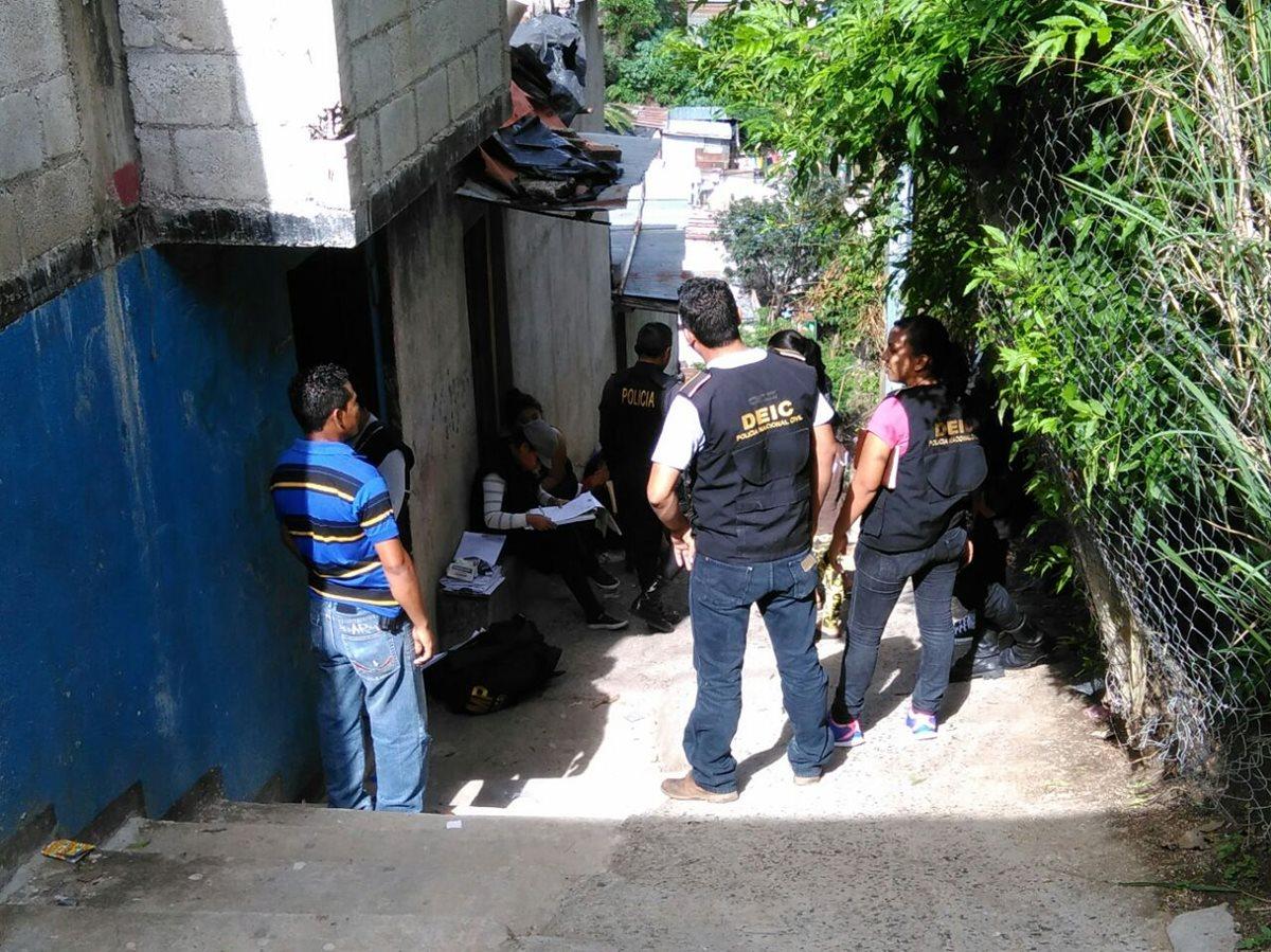 Un guardaespaldas fue ultimado dentro de su vivienda la tarde de este lunes. (Foto Prensa Libre: Estuardo Paredes)