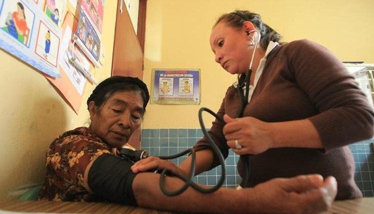 La Comisión de Finanzas del Congreso analizará el presupuesto que se le otorgará a las oenegés que se dedican a prestar servicios de Salud a la población. (Foto Prensa Libre: Hemeroteca PL)