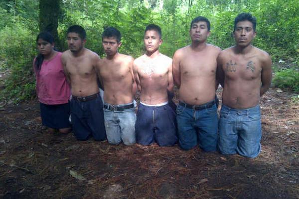 El 16 de julio del 2014 fueron capturados los integrantes de la banda de secuestradores los Psicópatas, en un área montañosa de Zaragoza, Chimaltenango. (Foto Prensa Libre: Hemeroteca PL)