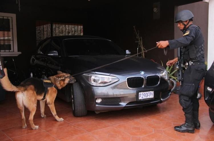 En los allanamientos de febrero se encontraron vehículos de diferentes marcas. (Foto Prensa Libre: Cortesía PNC)