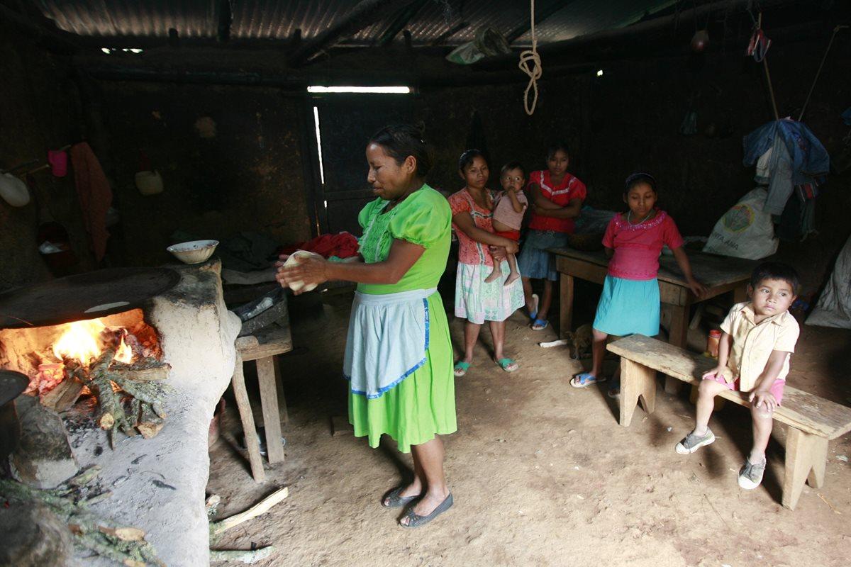 La pobreza extrema se incrementó de 18.1 por ciento en 1989 a 23.4 por ciento en 2014. (Foto Prensa Libre: Hemeroteca PL)