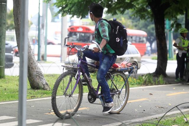 Estudiantes utilizan la ciclovia para dirigirse a sus centros de estudios. (Foto: Hemeroteca PL)