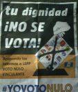 Los volantes que instan al voto fueron pegados en postes de Retalhuleu. (Foto Prensa Libre: Rolando Miranda)