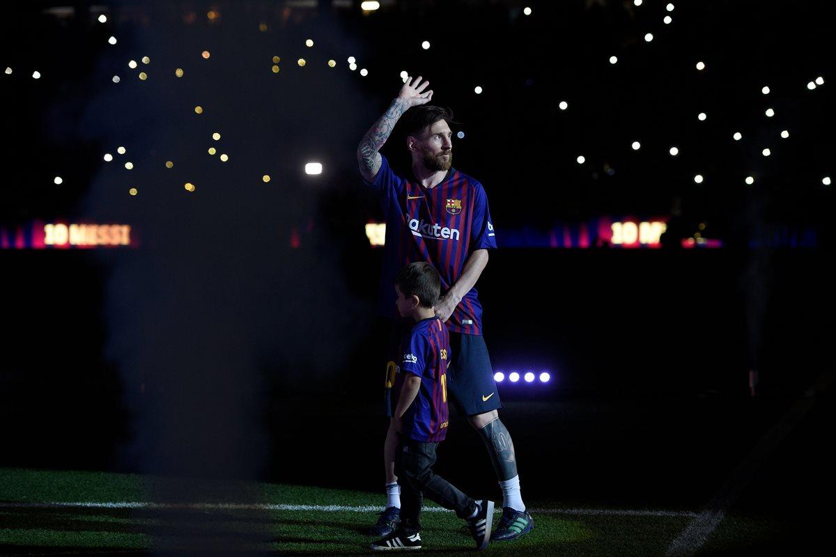 Messi estuvo presente junto a su familia en el homenaje a Andrés Iniesta en su despedida, este domingo. (Foto Prensa Libre: AFP)