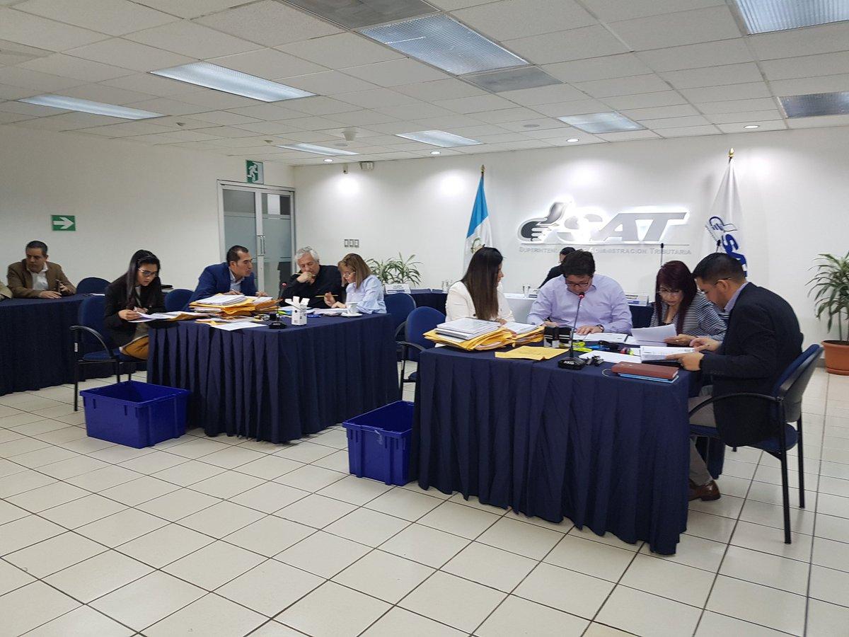 Directorio verifica que candidatos a superintendente cumplan con los requisito. (Foto Prensa Libre: SAT)