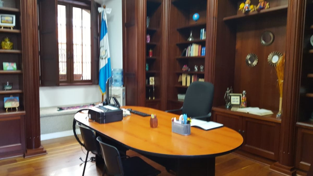Área en la que funcionó la biblioteca personal de Alejandro Sinibaldi, en vivienda de Antigua Guatemala, donde desde hoy funcionará la Fiscalía Distrital de Sacatepéquez. (Foto Prensa Libre: Nery Gálvez)