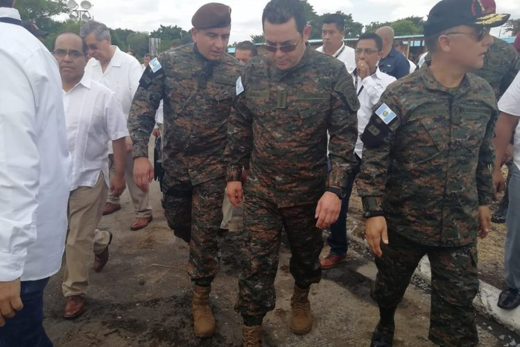 El recorrido del presidente Morales por la finca La Industria se realiza antes que se cumplan dos meses de la tragedia del Volcán de Fuego en Escuintla.