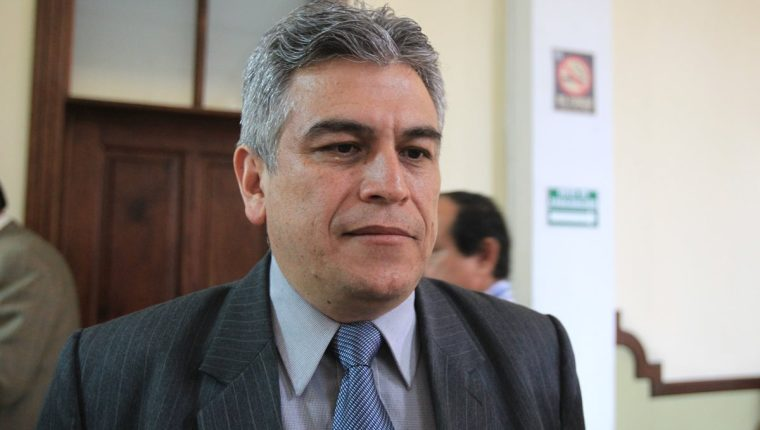 José Ramón Lam Ortiz es el representante de Jimmy Morales ante el Congreso, donde se discute el presupuesto para 2016. (Foto Prensa Libre: Hemeroteca PL)