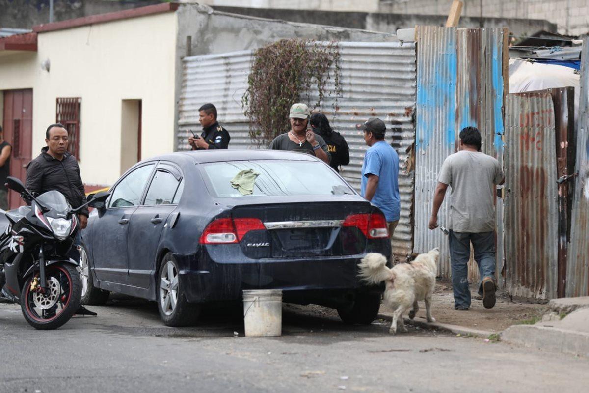 Dos trabajadores de un taller de enderezado y pintura fueron heridos de bala. (Foto Prensa Libre: Óscar Rivas)