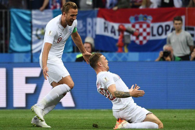 Kieran Trippier celebra el gol inglés junto a Harry Kane.