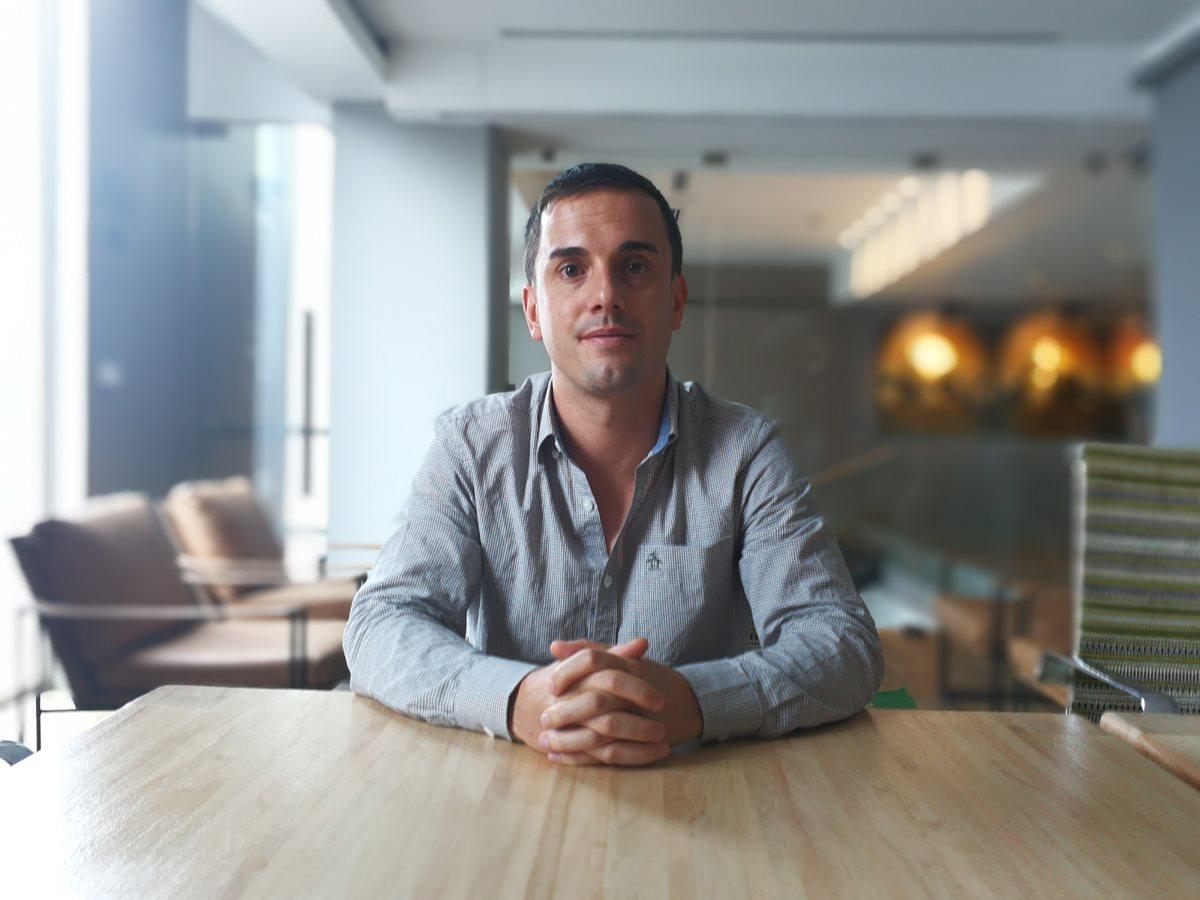 César Rodrigo, vocero de Google en el tema de educación digital, menciona que la tecnología está impregnada en todos los ámbitos de la vida cotidiana. (Foto Ana Lucía Ola)